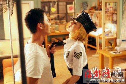 虽然在片中与李晨拍摄激情床戏时还要喝酒助兴