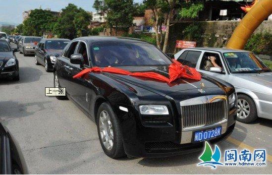 奥运冠军林清峰回乡谒祖 乘劳斯莱斯游街高清图片