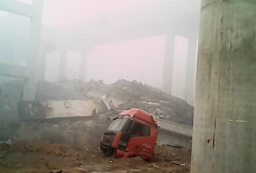 河南连霍义昌大桥炸坍事故8