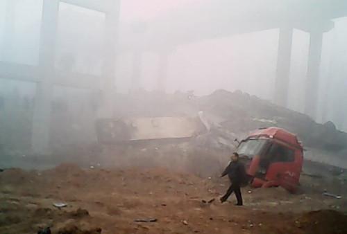 河南连霍义昌大桥炸坍事故9