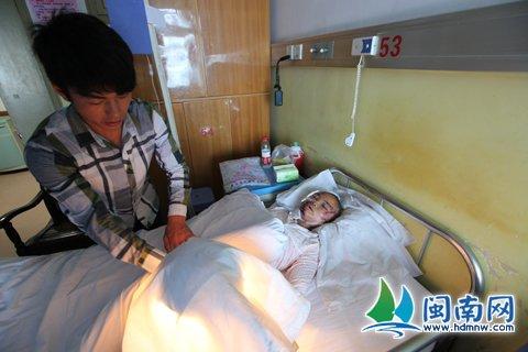 杨海军赶到漳州市医院照顾姐姐