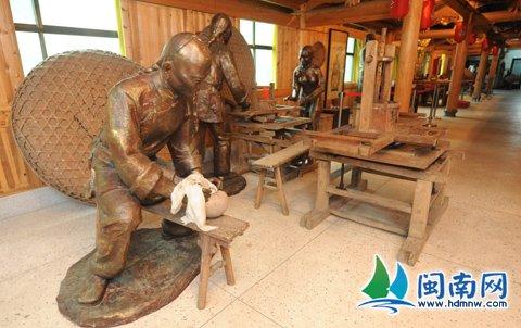 在魏荫名茶的博物馆内,用雕塑还原古代制茶的场景480