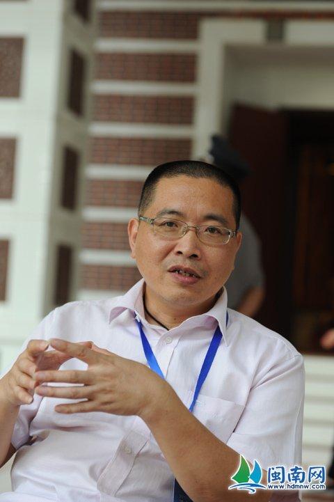 万冬青:福建省收藏家协会副会长泉州分会会长
