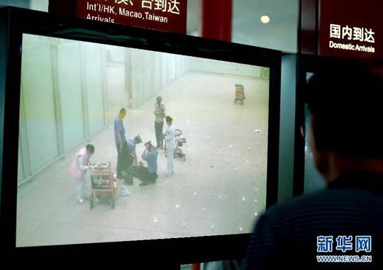 7月20日,首都机场通过闭路监控系统转播爆炸现场的