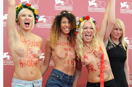女子半裸袒胸露乳大闹电影《乌克兰不是妓院》发布会