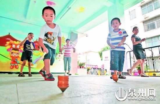 武汉国庆走进游戏幼儿园滚青蛙吹攻略踩高跷铁圈闽南出游传统图片