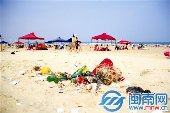 漳浦六鳌半岛抽象画廊垃圾成堆 花岗岩石壁遭刻字