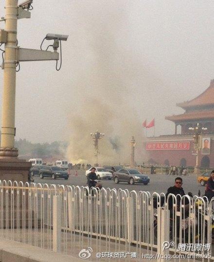 北京吉普车撞天安门现场
