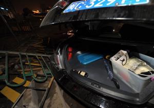 泉州国道324线麻龟酒驾爆胎车连撞4车伤者住院车祸现场组图高清图片