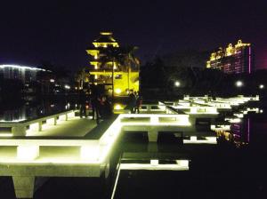 漳浦县西湖公园修缮一新重开放 铺彩色沥青路面 高清图片