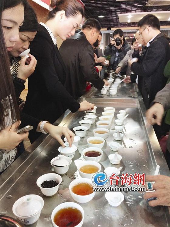 <b>厦门本土老茶不断升温存放30年身价上万元</b>