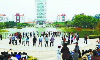 """女生节来临之际厦门各高校掀起""""礼物大战"""""""