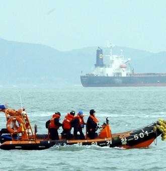 船拒载中国人_日本近海 一艘载有20名中国人船只被韩货船撞沉