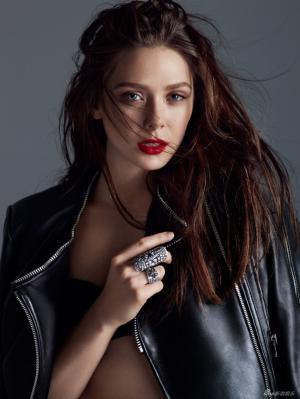 《复联2》红女巫伊丽莎白-奥尔森 烈焰红唇爆乳凸显完美曲线图片