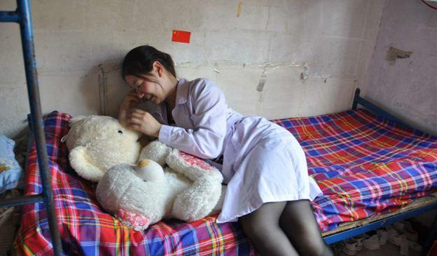 河南驻马店18岁暗室女生真实生活照片看美女想吐(图)尸体卫校婚纱照图片