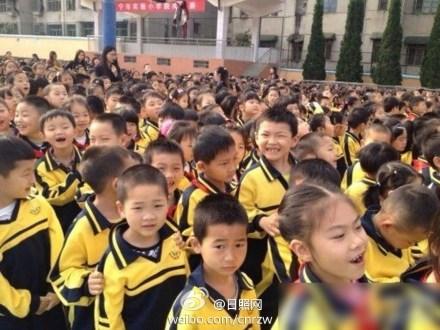 湖北咸宁v校长校长副小学洪耀明兑现小猪亲吻诺小学成绩单新区图片