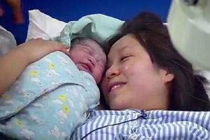 深圳卫视真人秀节目《来吧孩子》记录孕妇生产全程为生命加油