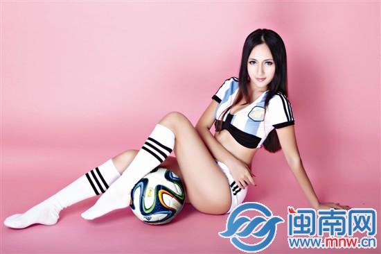 海都足球宝贝24岁动漫美女陈莺莺:爱cosplay爱梅西