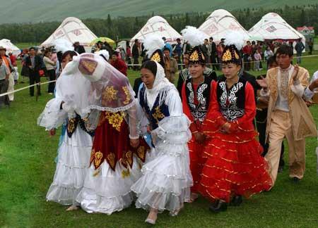 新疆民族风俗习惯盘点:少数民族见面礼节和礼貌语言