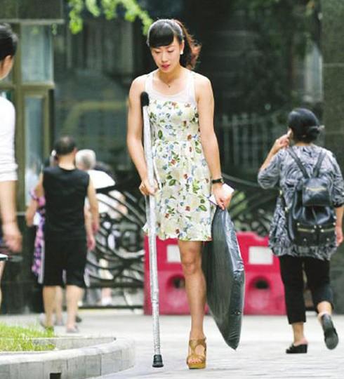 """四川羌族独腿女孩穿20厘米高跟鞋照走红 被称为""""东方维纳斯"""""""