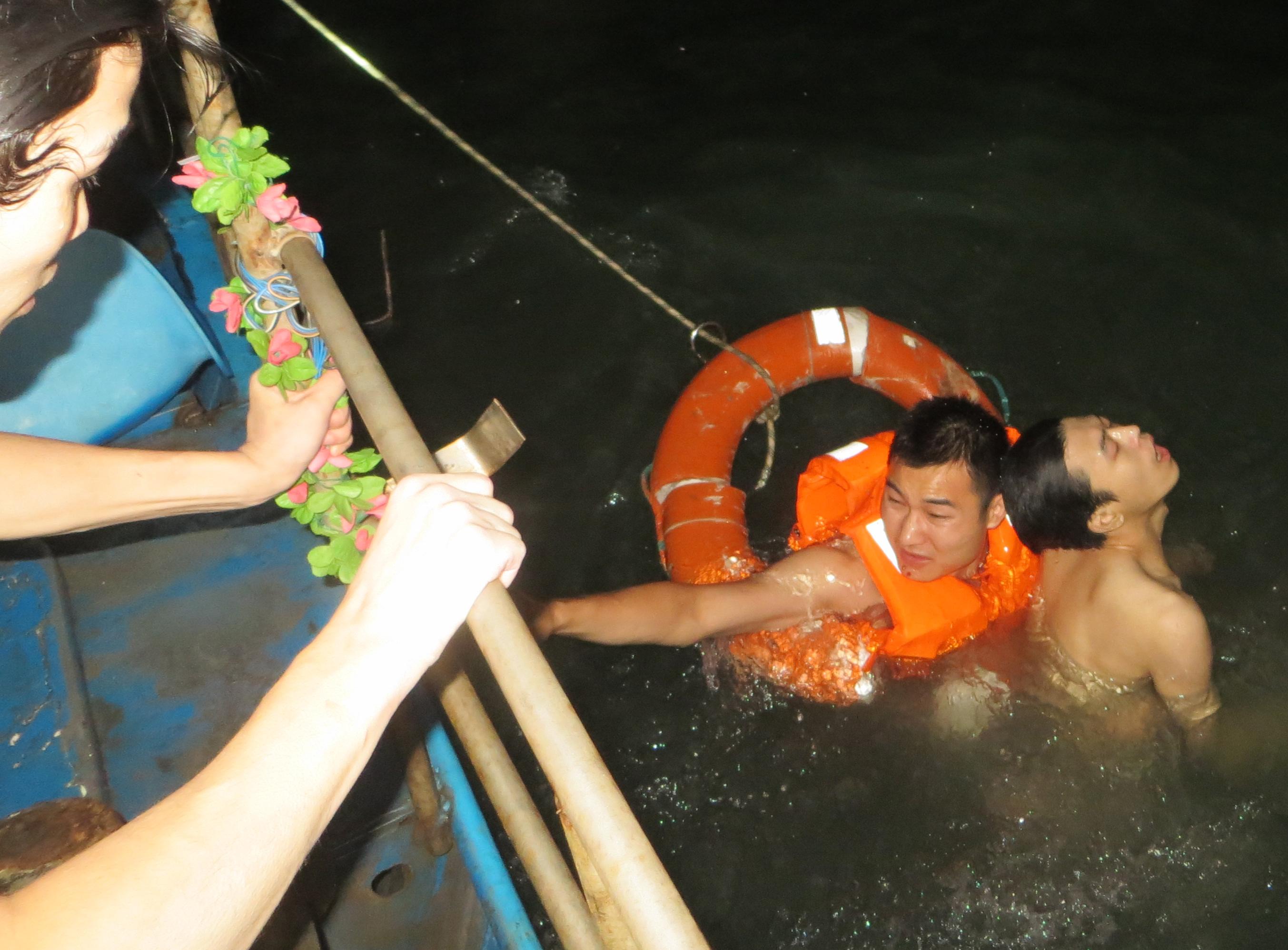 晋石交界海域5男子深夜抓蟹与潮水赛跑 2人遇难