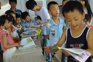 """海都互助会东美爱心联络点给""""暑期第三课堂""""孩子送图书"""