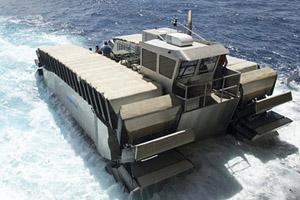 美国海军陆战队首秀超重型两栖登陆艇UHAC 可翻越3米高墙